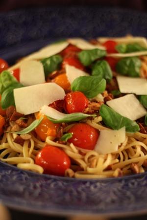 Pasta med panchetta och tomat