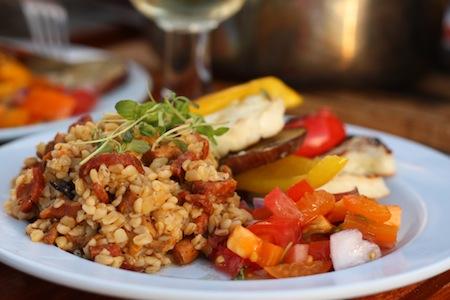 Bulgurotti med grillade grönsaker och halloumi